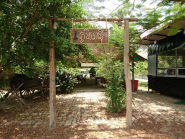 プーンアジ(アジア村)のフラワーツアー(カンボジア)